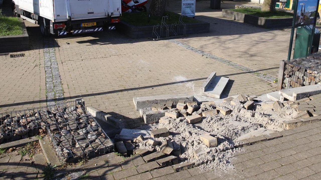 Beschonken bezorger rijdt trap aan gort in Den Hoorn