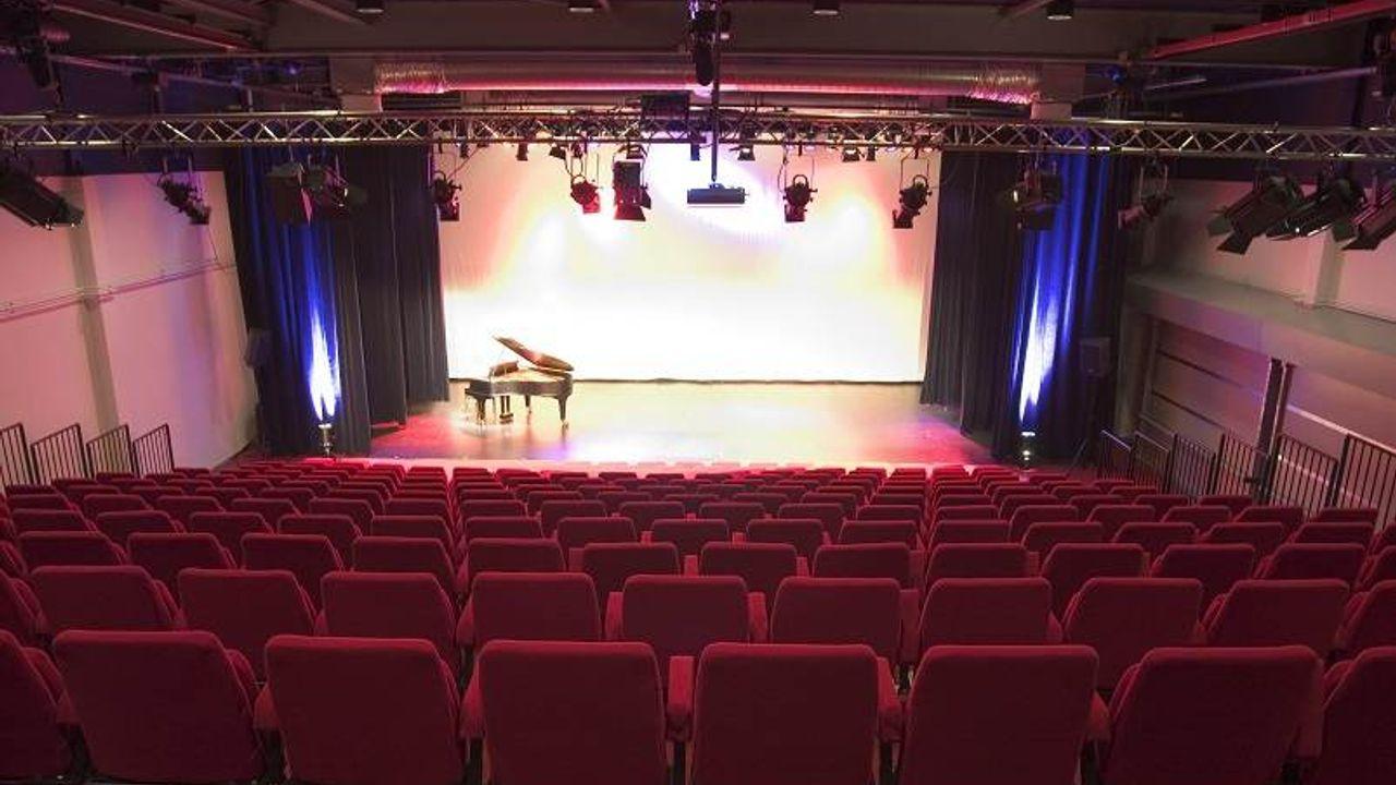 Groep 8'ers uit Maassluis houden eindmusical in Theater Koningshof