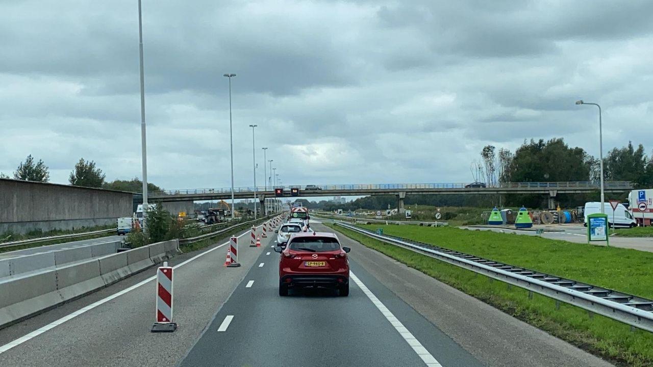 Files op de A20 bij Maassluis door gedeeltelijke wegafsluiting
