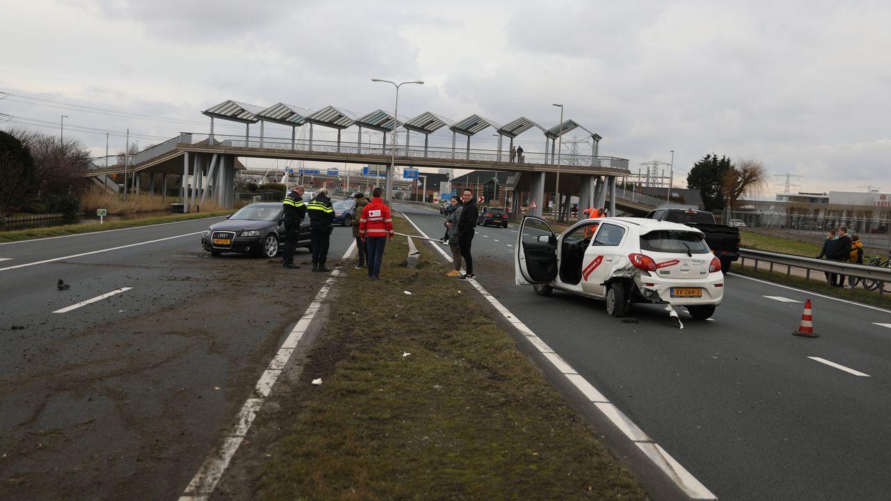 Ongeluk met meerdere auto's in Naaldwijk