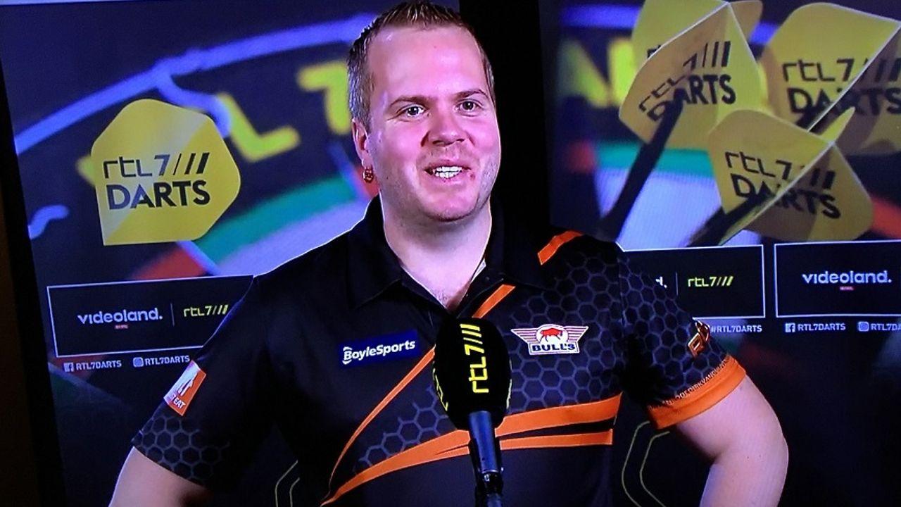 Van Duijvenbode snel naar vierde ronde WK Darts