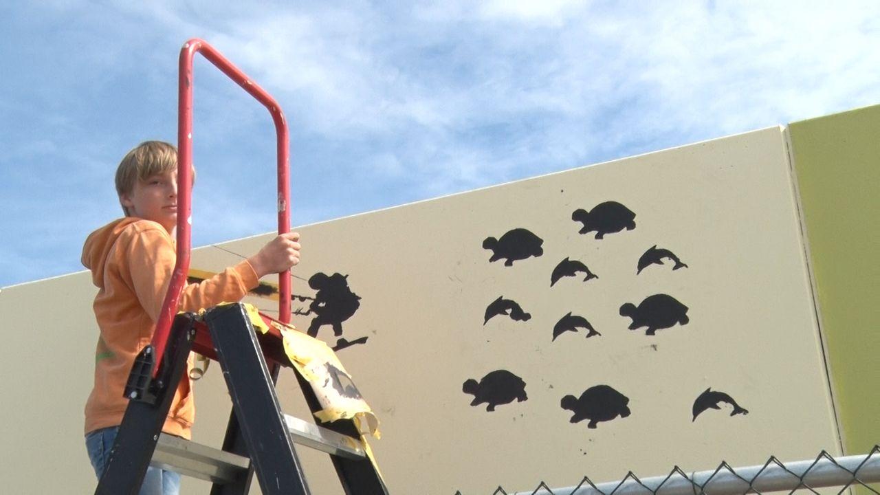 Hoekse metromuur beschilderd door basisschoolleerlingen