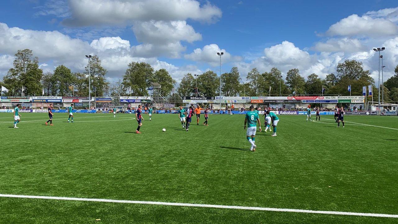Oefenvoetbal: Excelsior Maassluis te sterk voor Excelsior Rotterdam