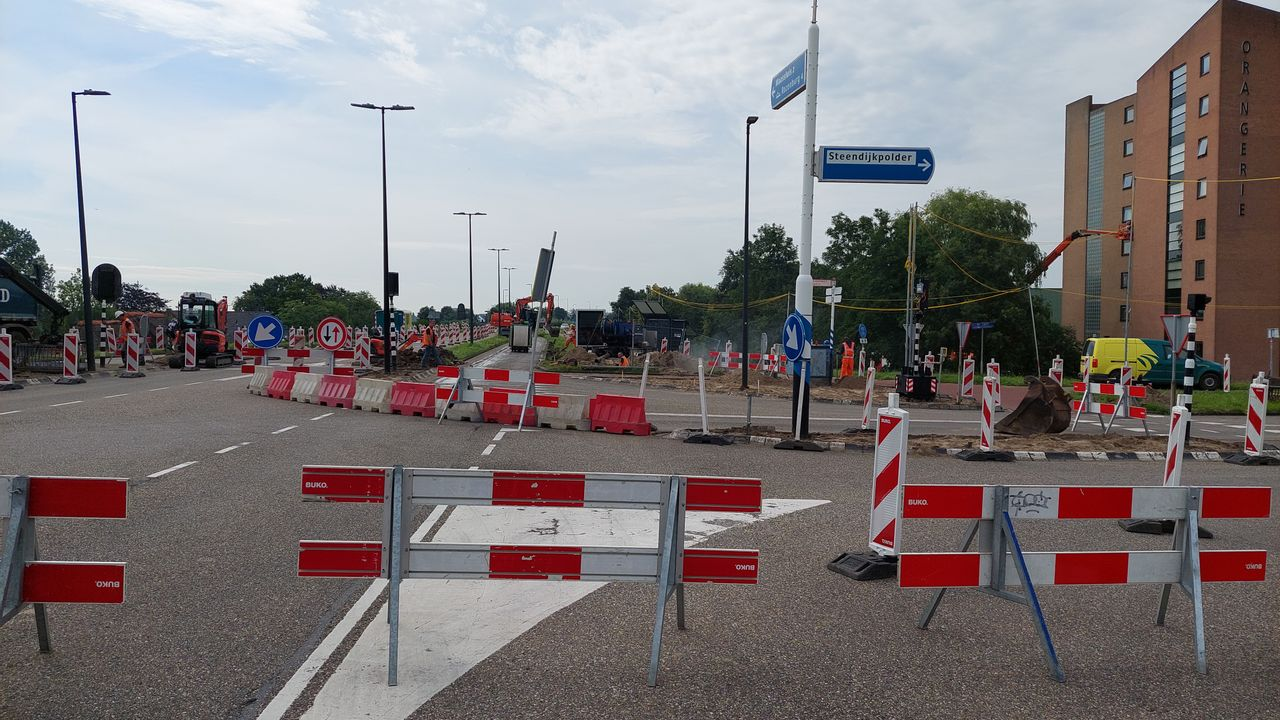 Extra verkeersdrukte door werken bij Maasdijk