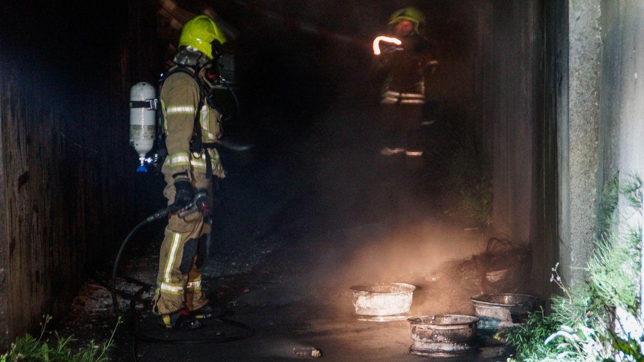 Velgen in brand onder Hoeks fietsviaduct