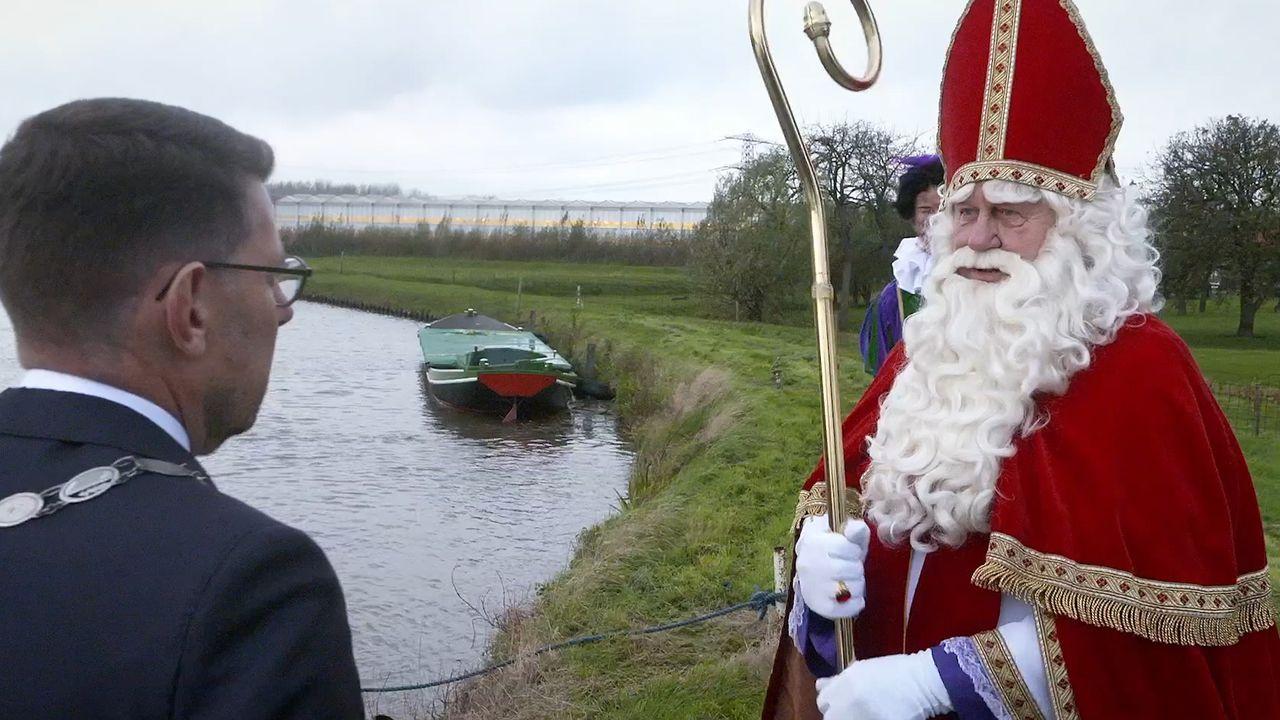 Arends verwelkomt Sinterklaas