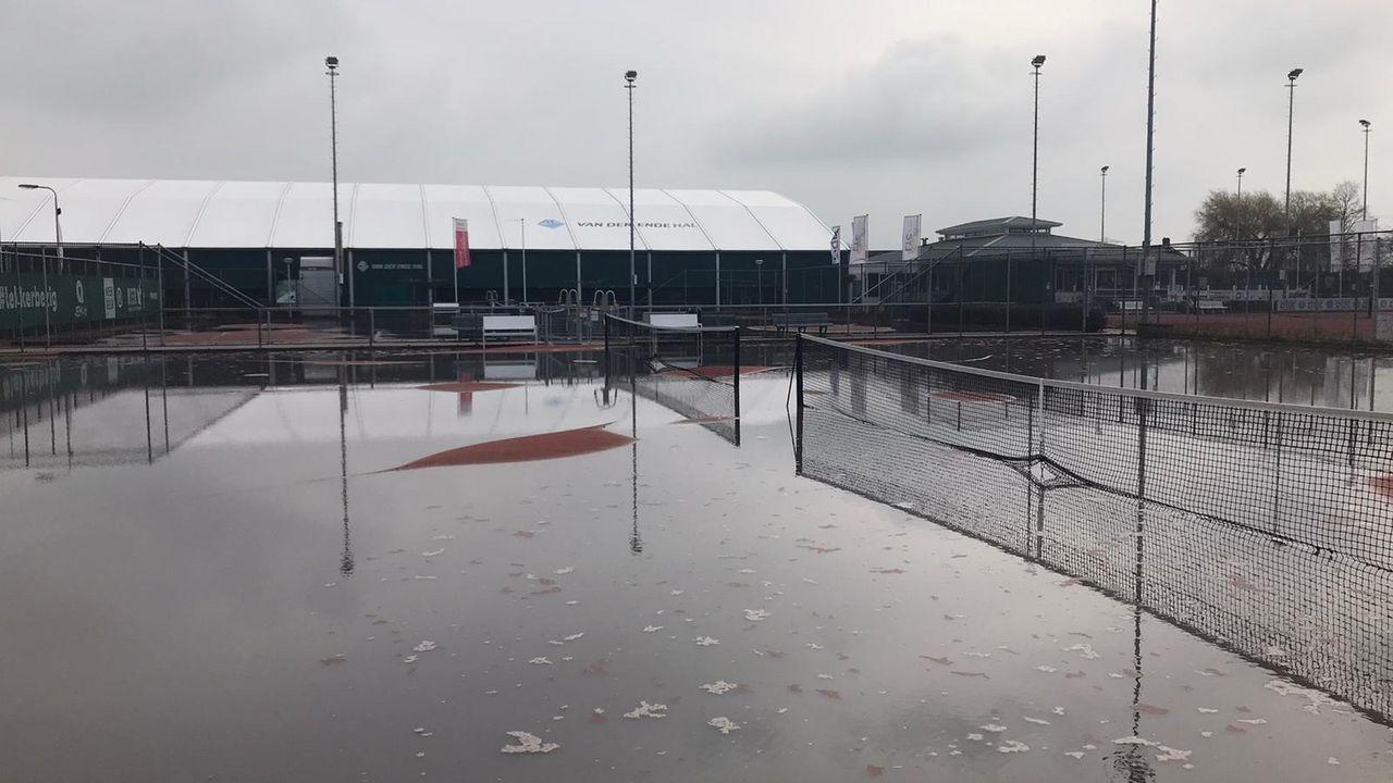 Tennisbanen LTC Naaldwijk ondergelopen na waterleidingbreuk