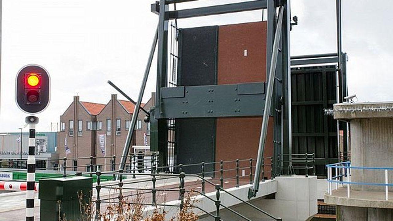 Maassluise Coppelbrug weer toegankelijk na storing