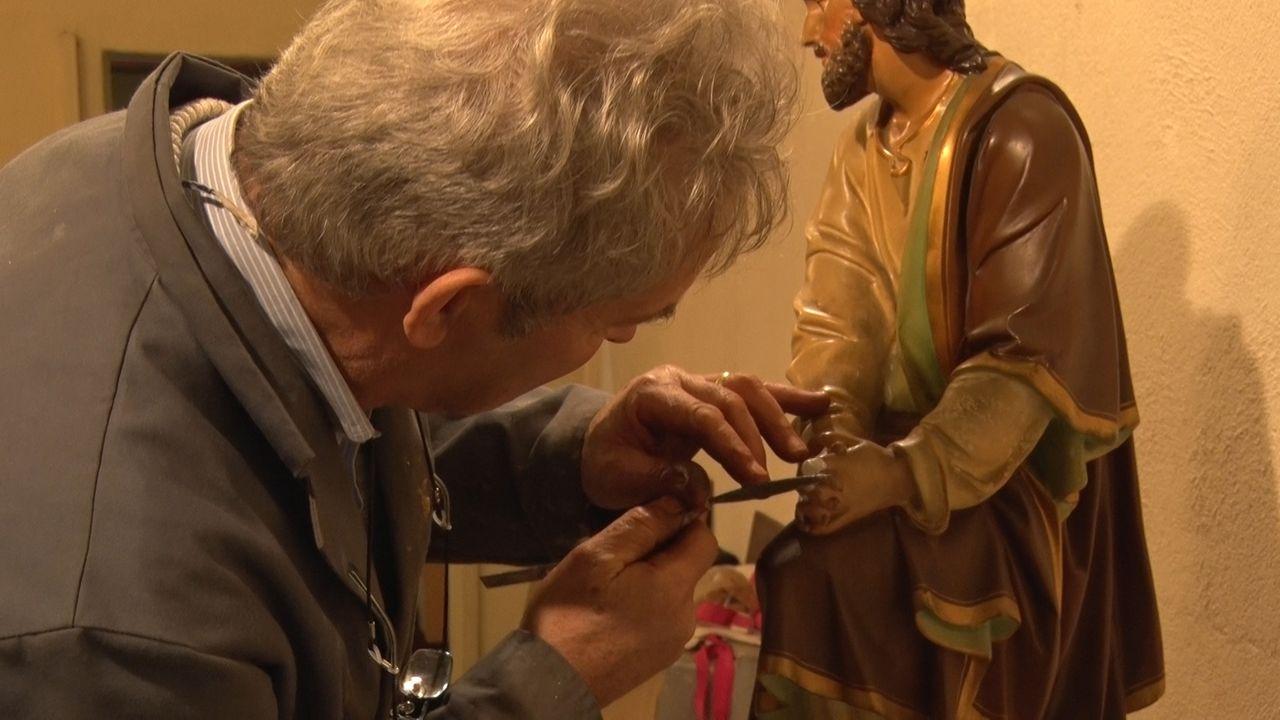 Sint-Adrianuskerk in Naaldwijk zet oude kerststal weer op