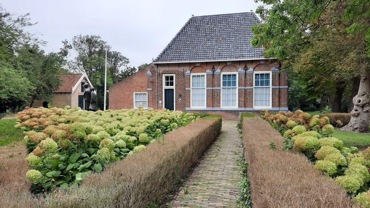 Petitie Hofboerderij aan B en W van Westland aangeboden
