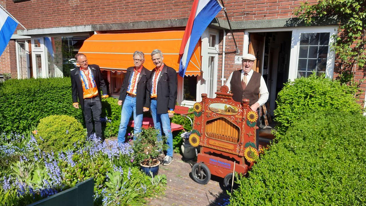 Maxima's lanceren 'Den Hoorn' in nieuw jasje