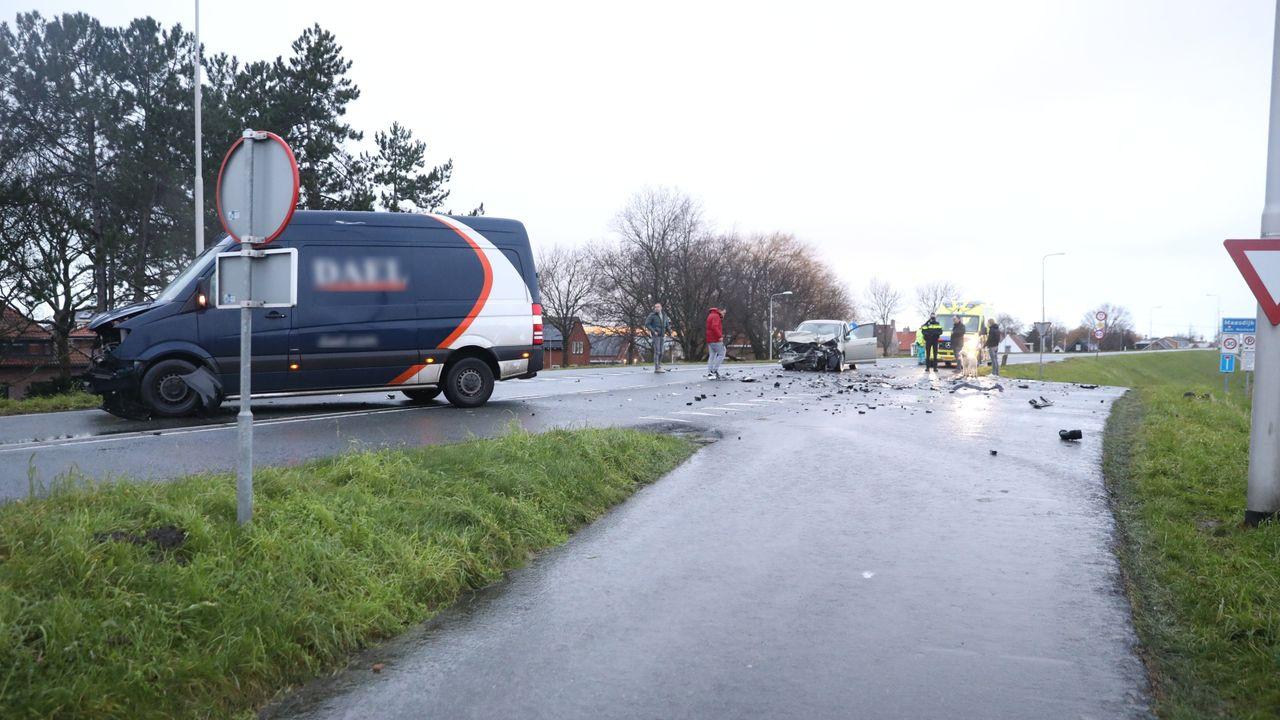 Gewonde en veel schade bij ongeluk op Maasdijk