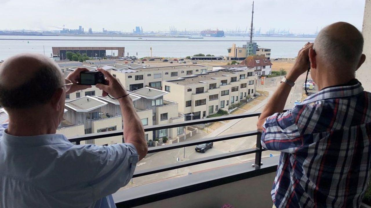 Grootste containerschip ter wereld langs Hoek van Holland