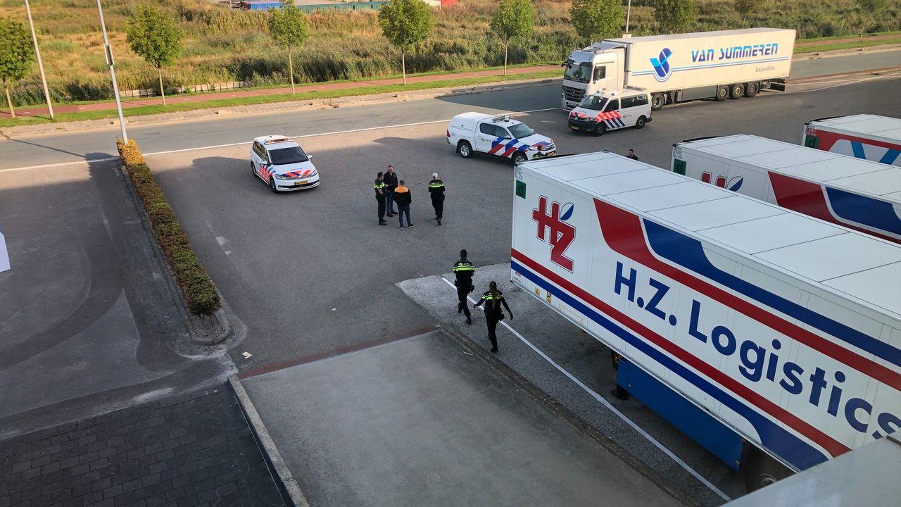 Illegalen uit vrachtwagens gehaald op Honderdland