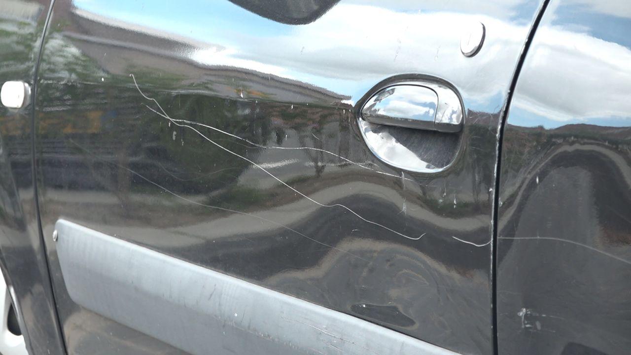 Auto's bekrast in Naaldwijk: 'Je moet wel een malloot zijn om dit te doen'