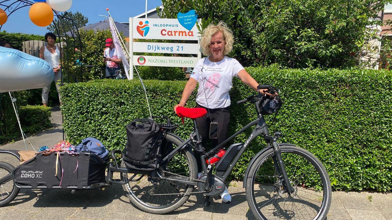 Evelien fietst 2.000 kilometer om inloophuizen te steunen