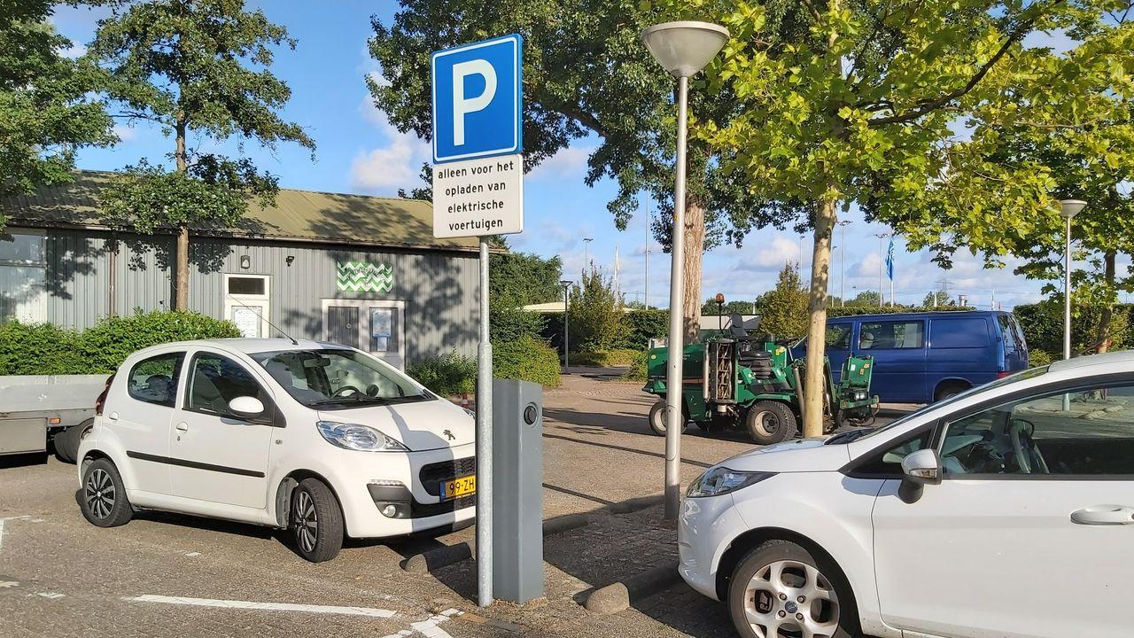 Meerderheid aanvragen voor laadpalen elektrische auto's afgewezen