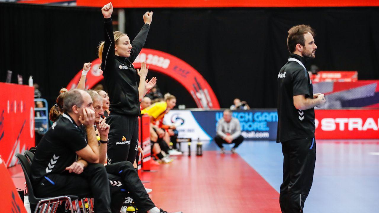 Nederlandse handbalsters boeken ruime zege in laatste groepswedstrijd