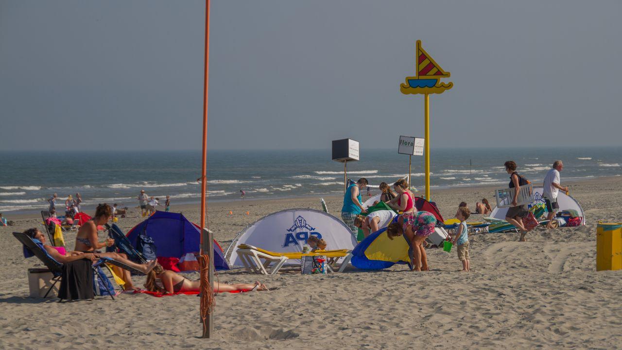 Ook drukte richting Westlandse stranden: 'Kom niet meer met de auto'
