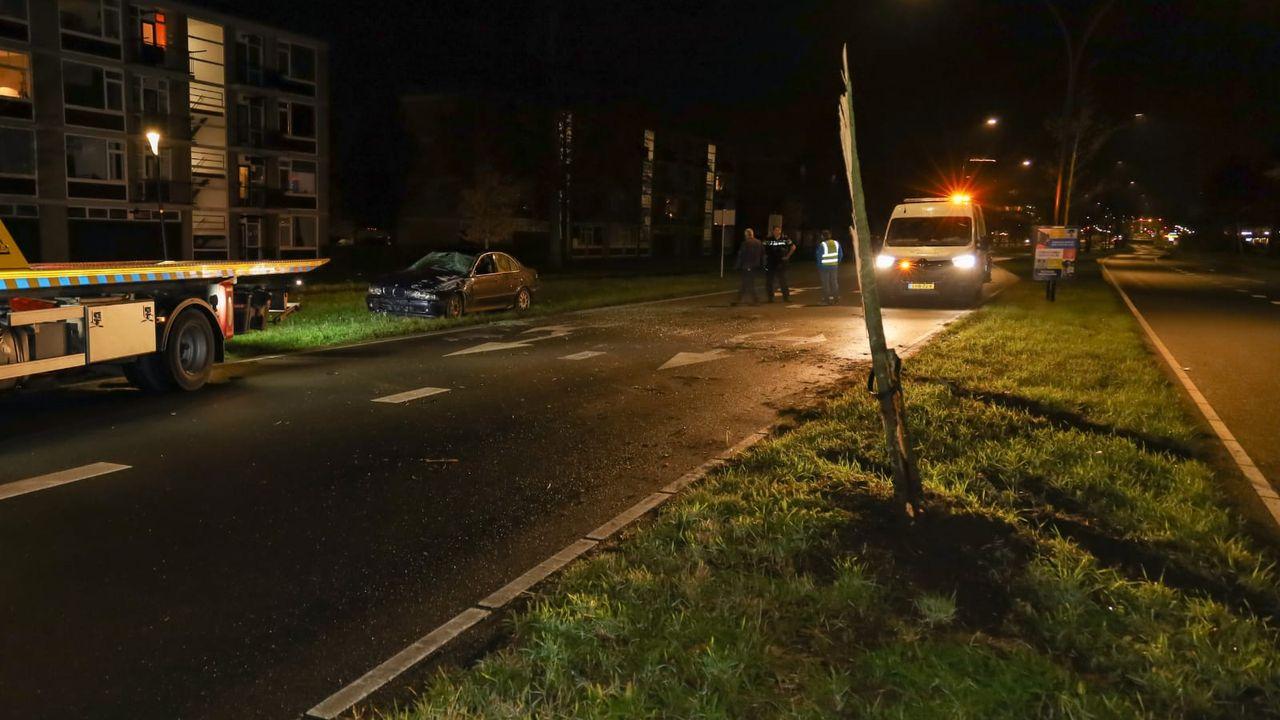 Auto twee keer over de kop, beschonken bestuurder aangehouden