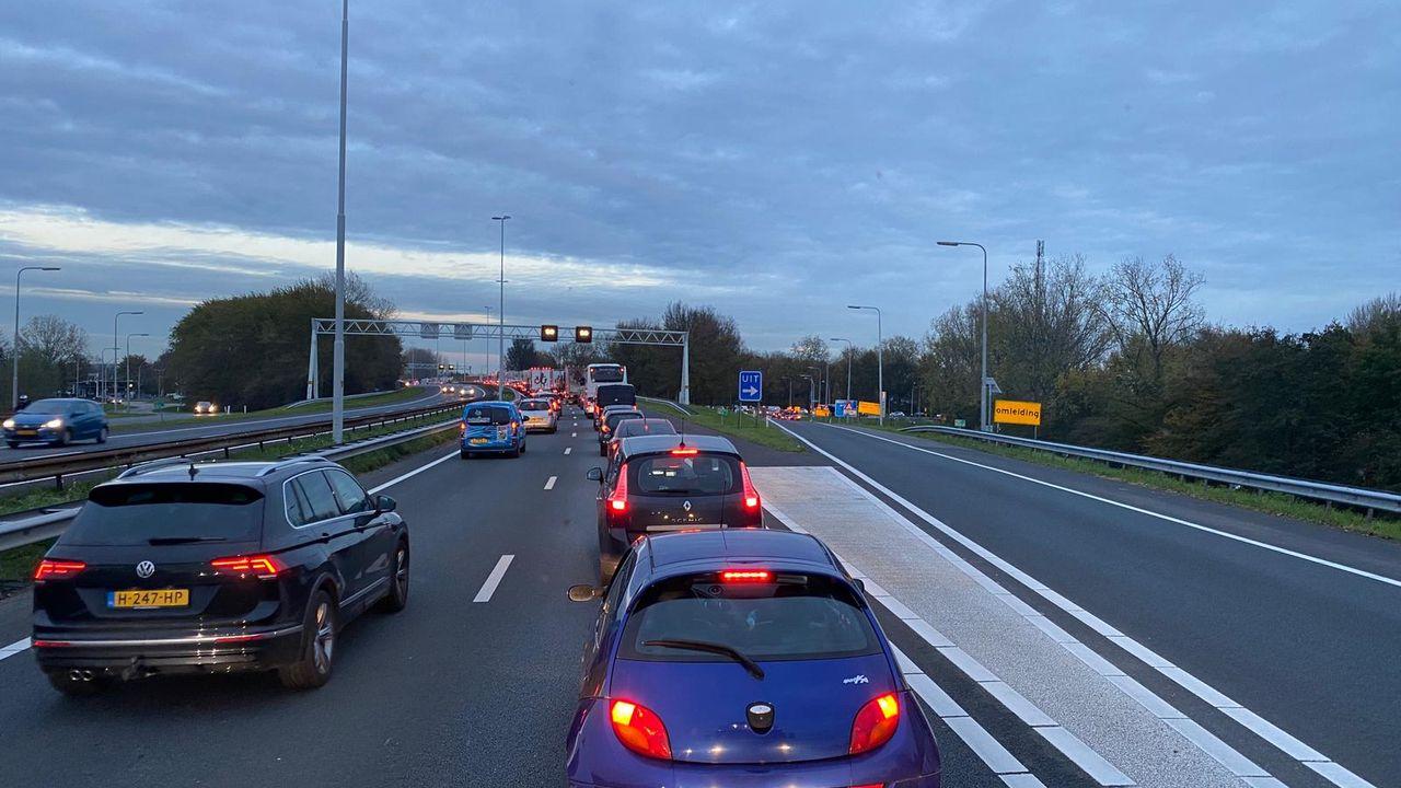 File op de A20 tussen Westerlee en Vlaardingen vanwege kapotte vrachtauto