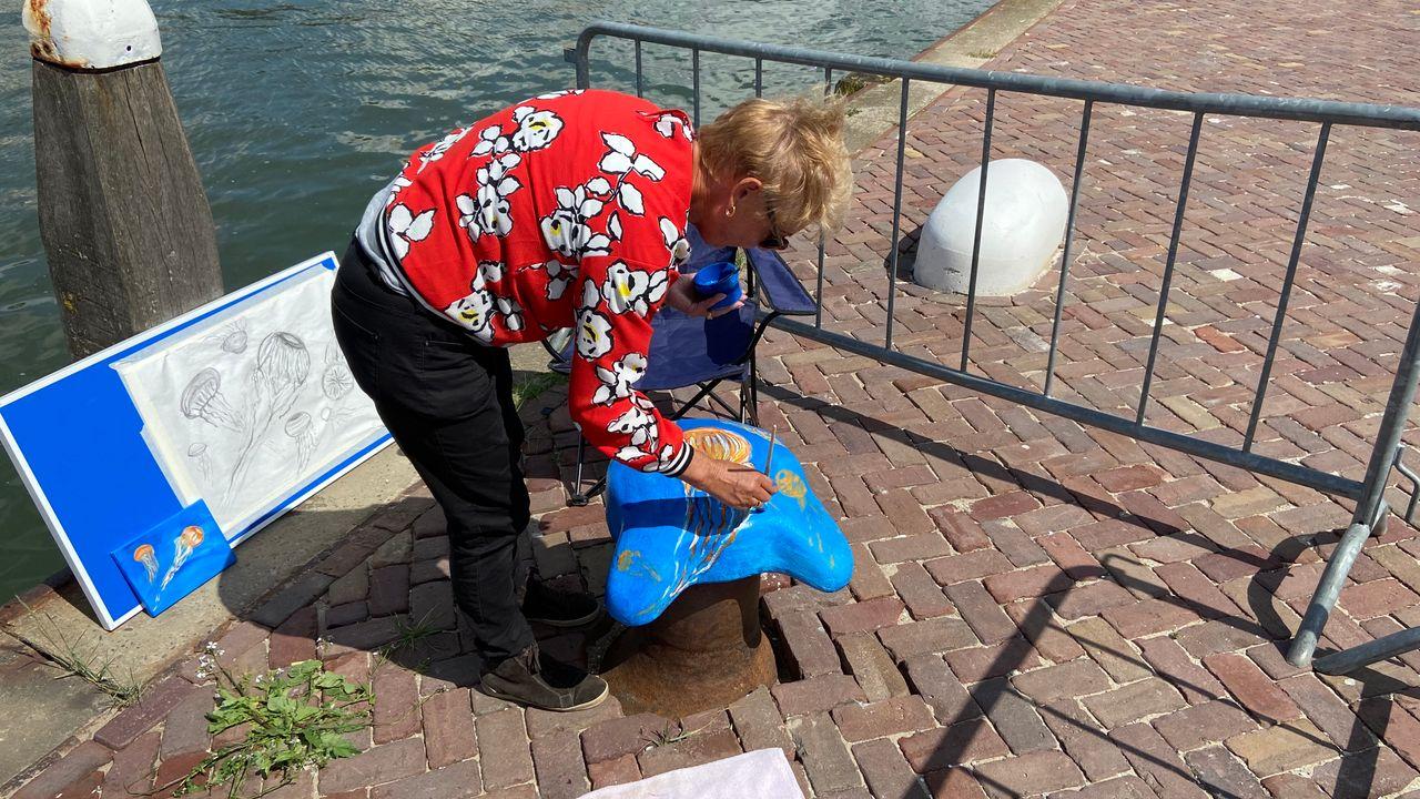 Bolders veranderen in kunstwerken in Maassluis