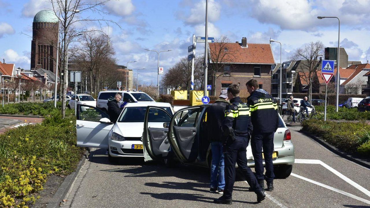 Twee auto's botsen in Naaldwijk