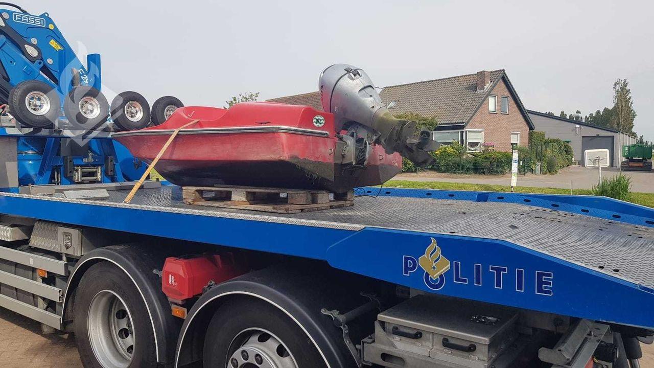 Roldeur vernield door bootje, politie neemt 'Spitfire' in beslag