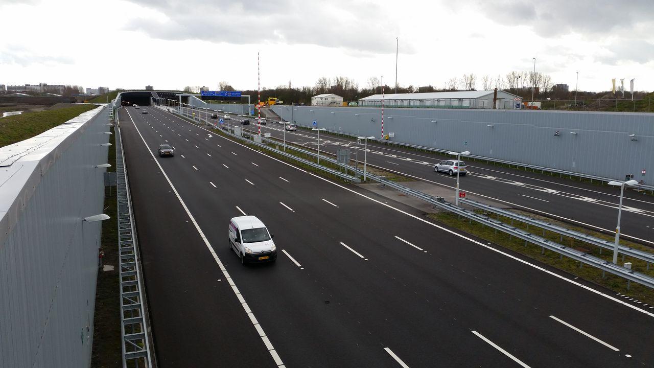 Ketheltunnel dicht richting Schiedam, Beneluxtunnel helemaal afgesloten