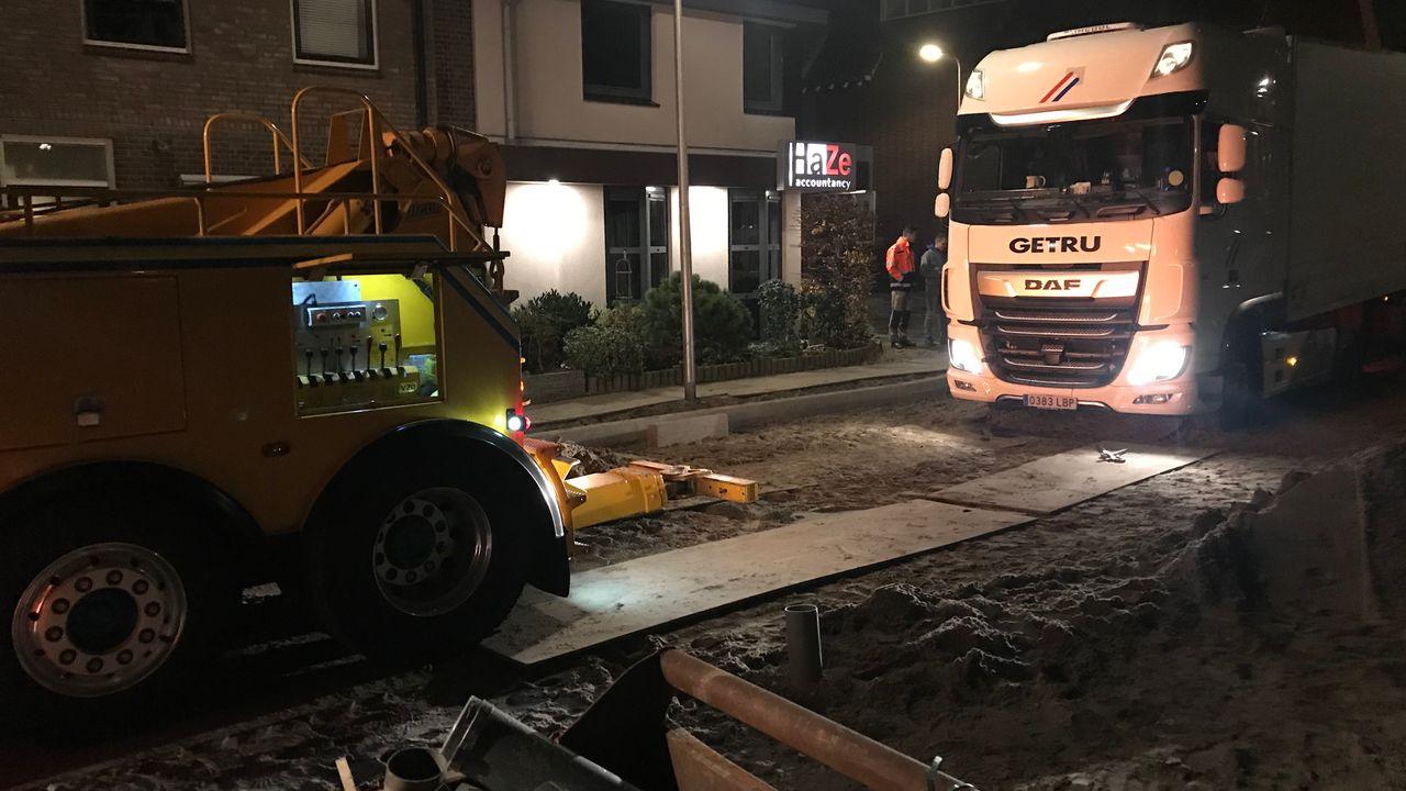 Vrachtwagen twee uur vast na inrijden afgesloten straat