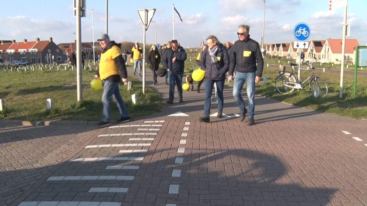 Wandelaars zamelen geld in voor Nicolien