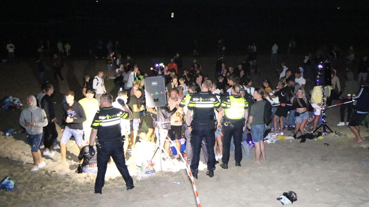 Politie maakt einde aan illegaal strandfeest 's-Gravenzande