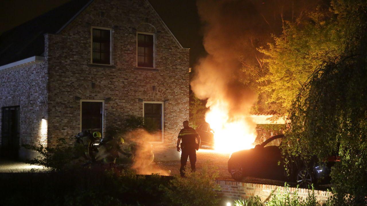 Autobrand naast woning Noord-Lierweg