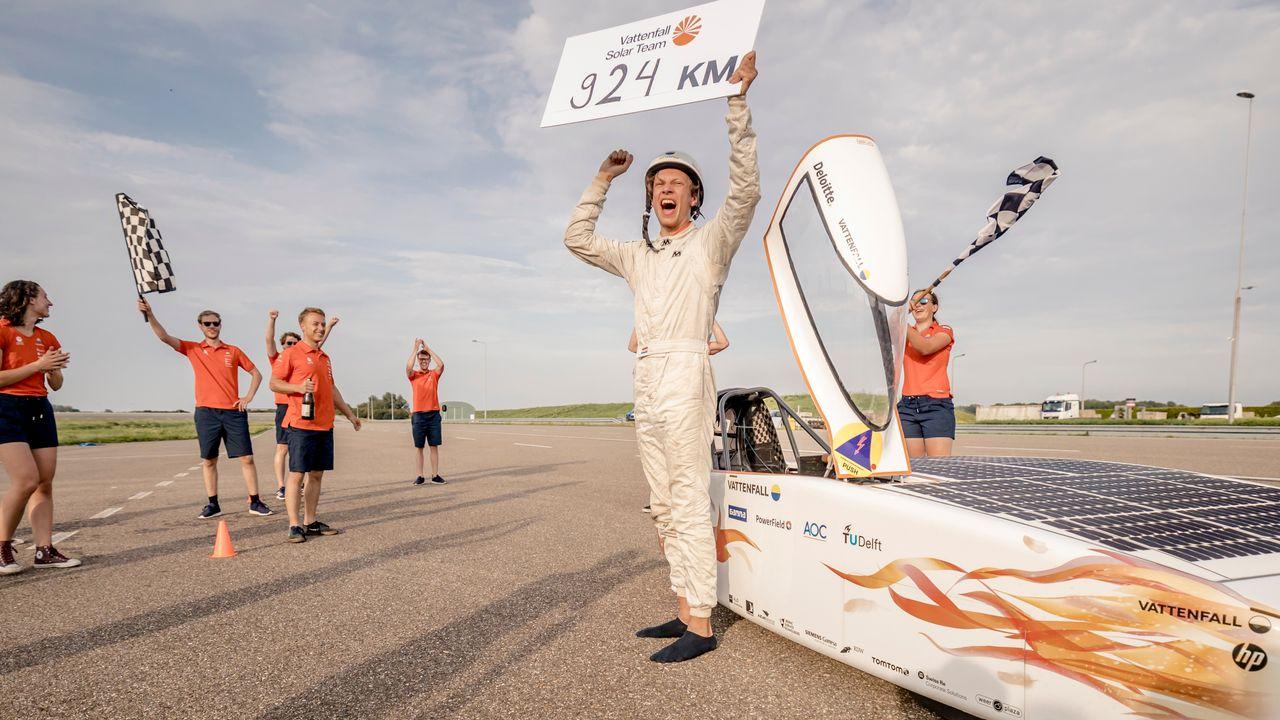 Zonneauto met 's-Gravenzandse goed voor wereldrecord