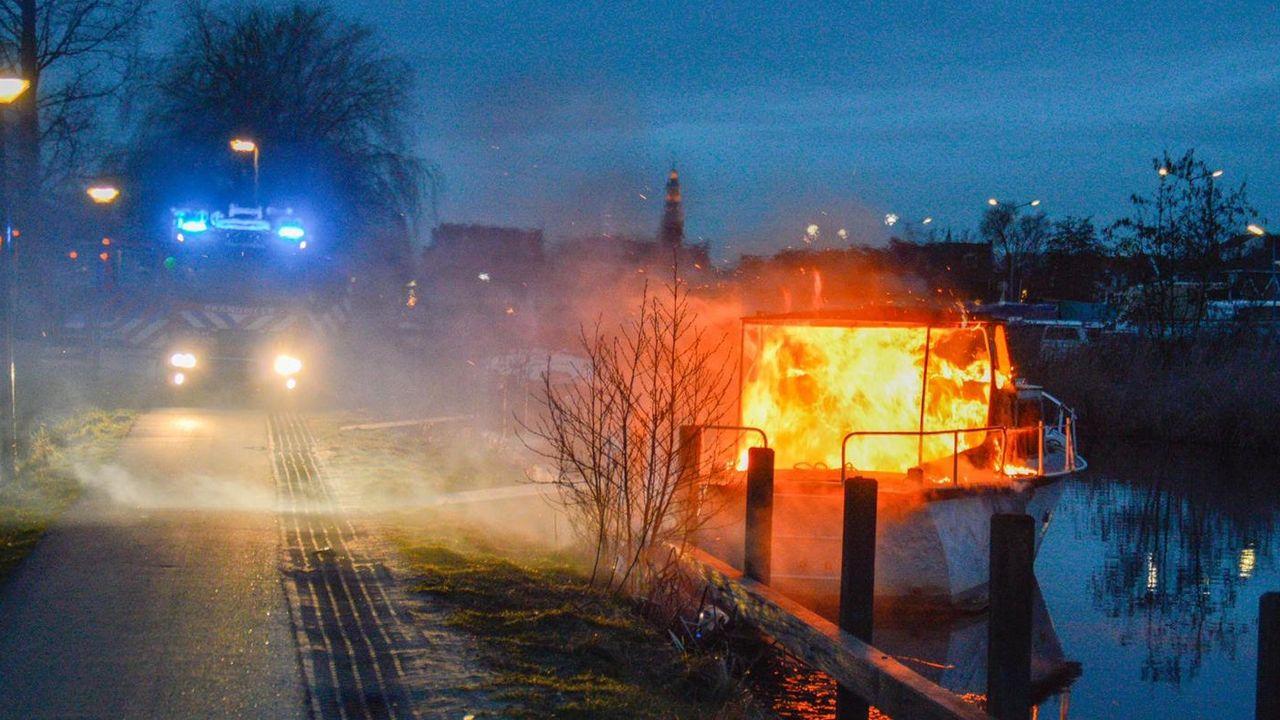Boot uitgebrand op de Zuidvliet