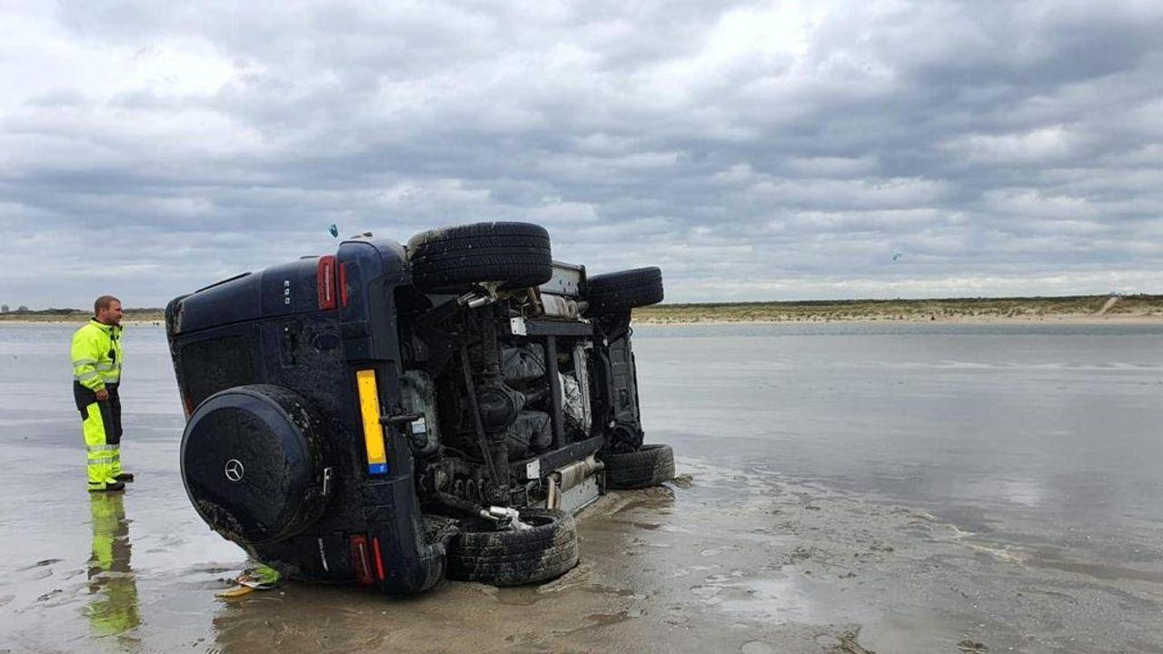 Jeep van kwart miljoen strandt als 'butsauto' op Zandmotor