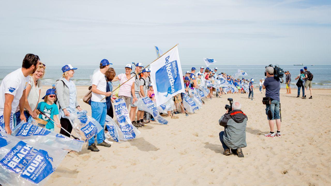Beach Cleanup Tour van start