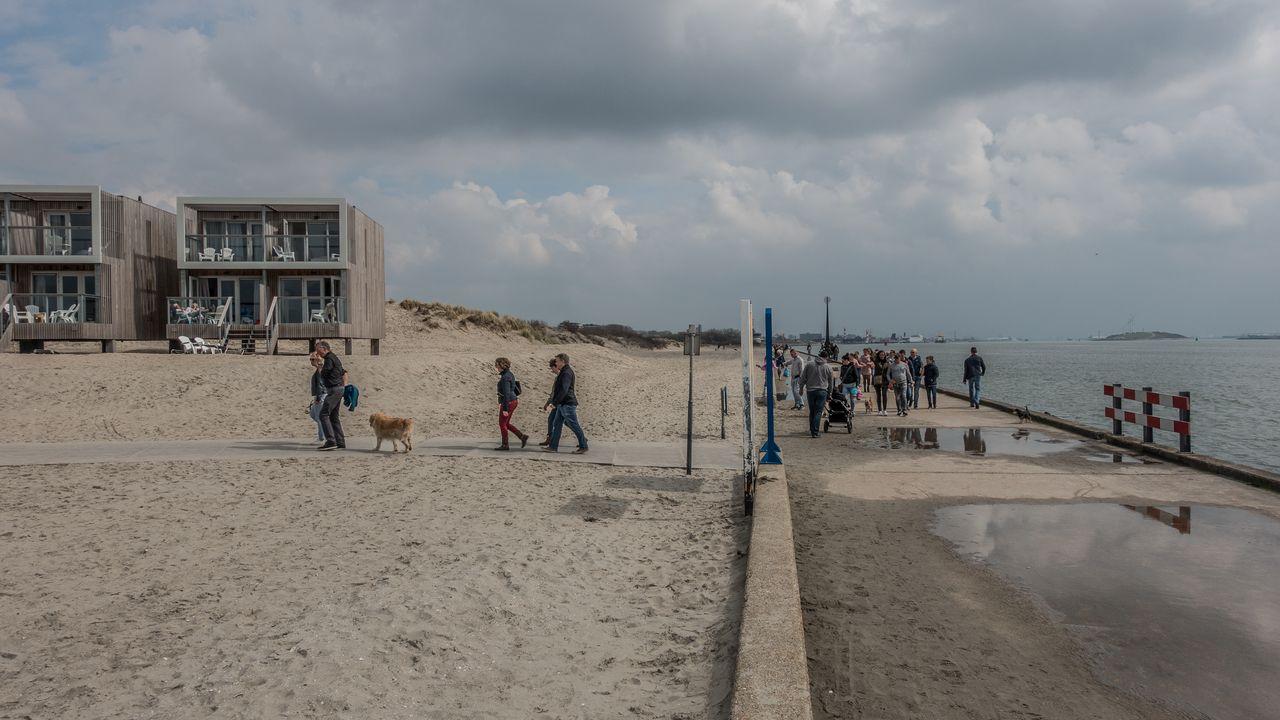 Hoekse politie: stel strandbezoek uit of kom niet