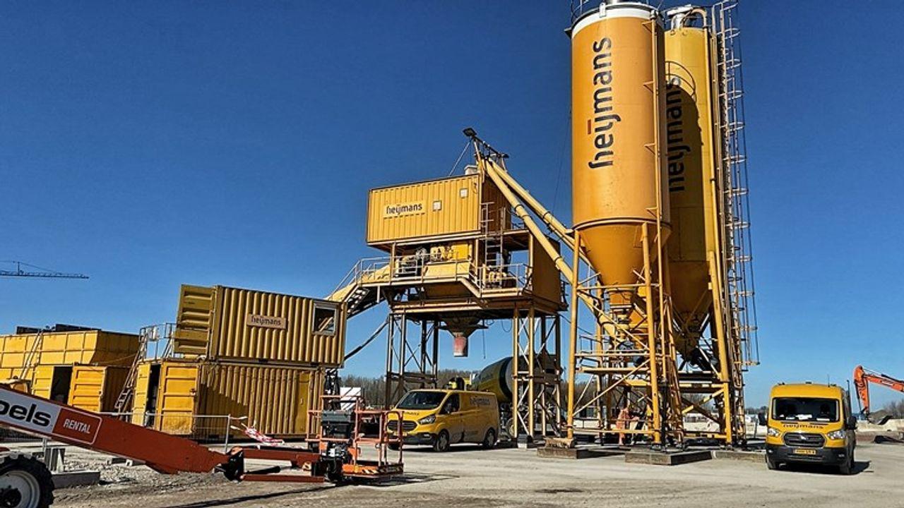 Tunnelbouwers maken beton op bouwplaats: scheelt 25.000 vrachtwagens op de weg