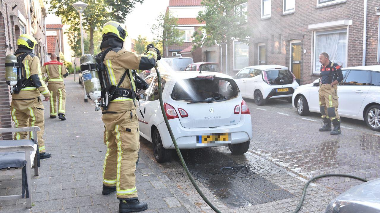 Autobrand in Ahornstraat