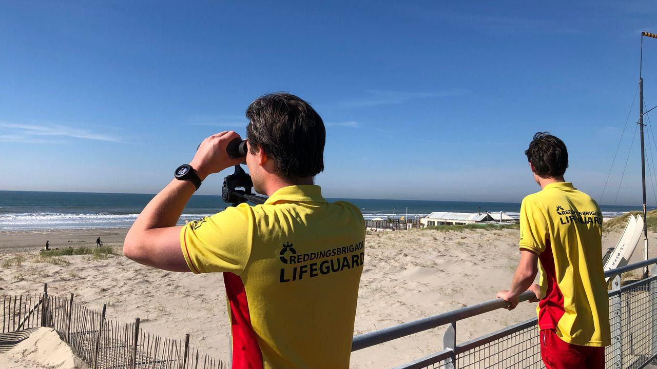 Reddingsbrigade waarschuwt voor muien en stromingen op tropische stranddag