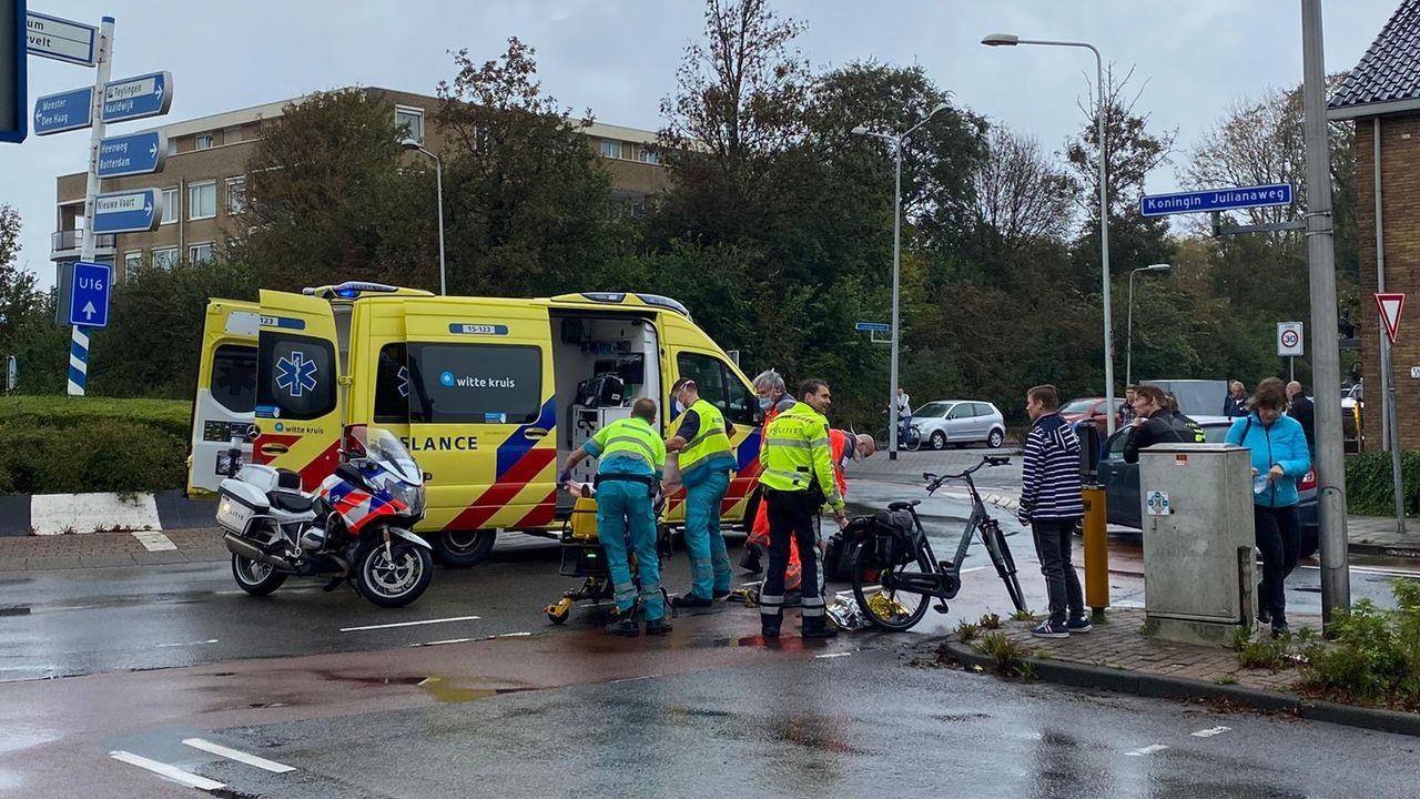 Fietser gewond bij rotonde Koningin Julianaweg