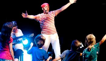 Aadje Piraatje viert feest in Theater Koningshof